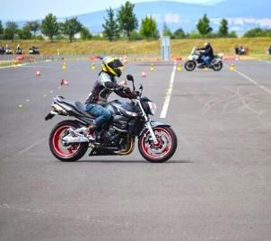 Kurz bezpečné jízdy na motorce v Mostě