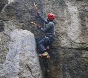 Minikurz horolezectví s mačkami a cepíny (drytooling) v Liberci