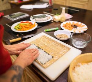 Domácí videokurz vaření SUSHI s Ola Kala + balíček japonských surovin