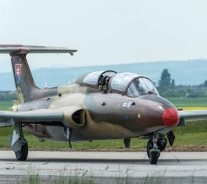 Zážitkový let stíhačkou L-29 Delfín v Brně