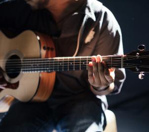 Rychlokurz hry na kytaru podle Jiřího Kynčla (aneb jak se naučit hrát na kytaru)